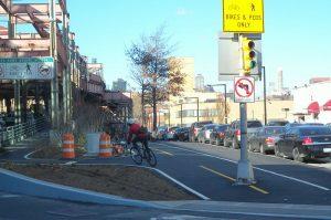 Ciclo vía en la Plaza Queens