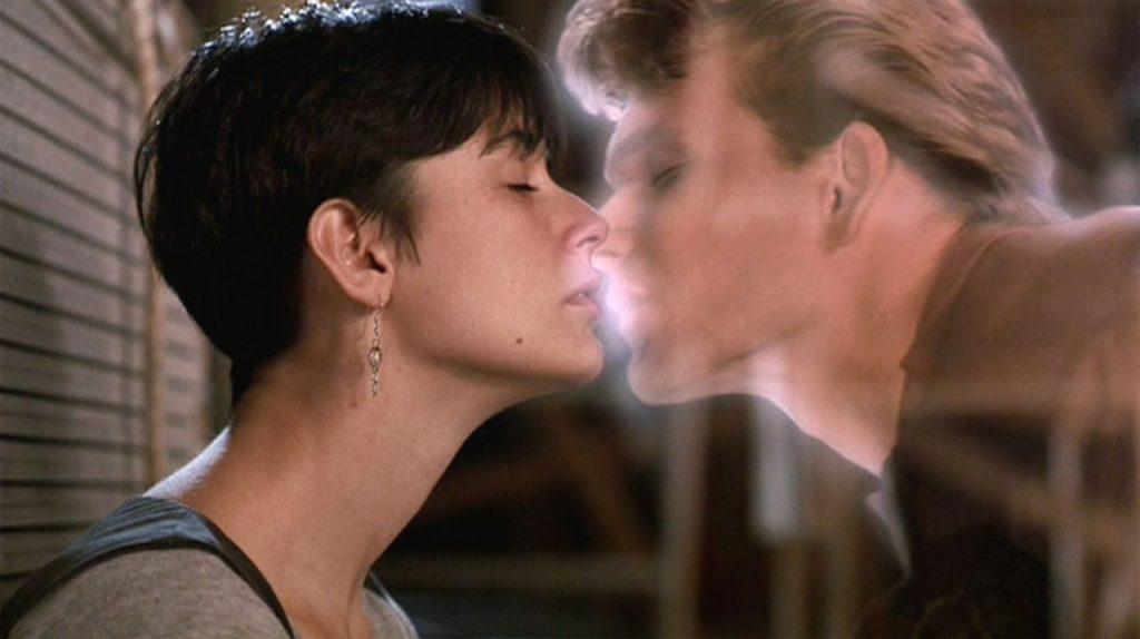 Ghost, la sombra del amor, protagonizada por Patrick Swayze y Demi Moore.