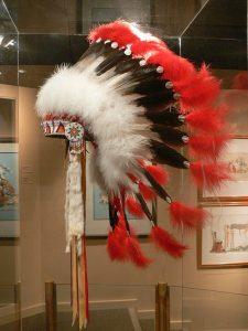 El tocado de plumas era símbolo de valentía en las tribus originarias de América.