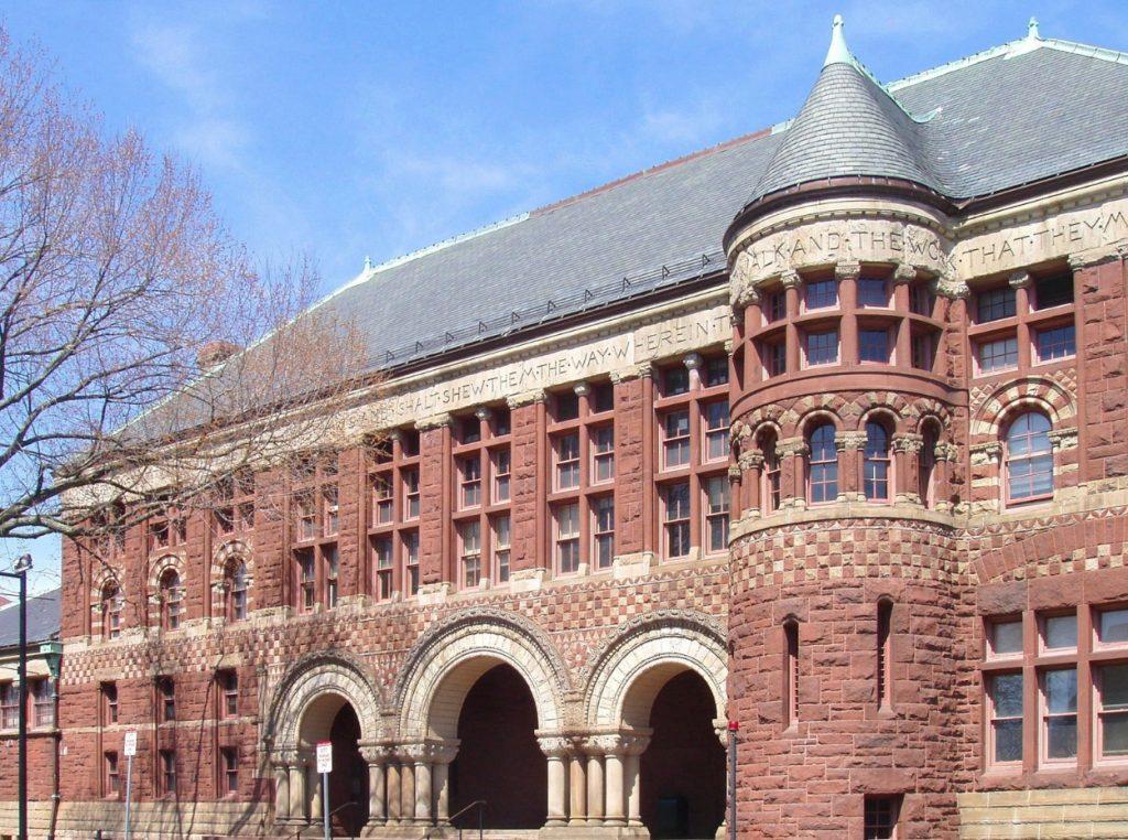 La Universidad de Harvard.